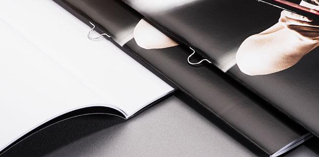 Brochures avec dos agrafé (agrafes boucles)